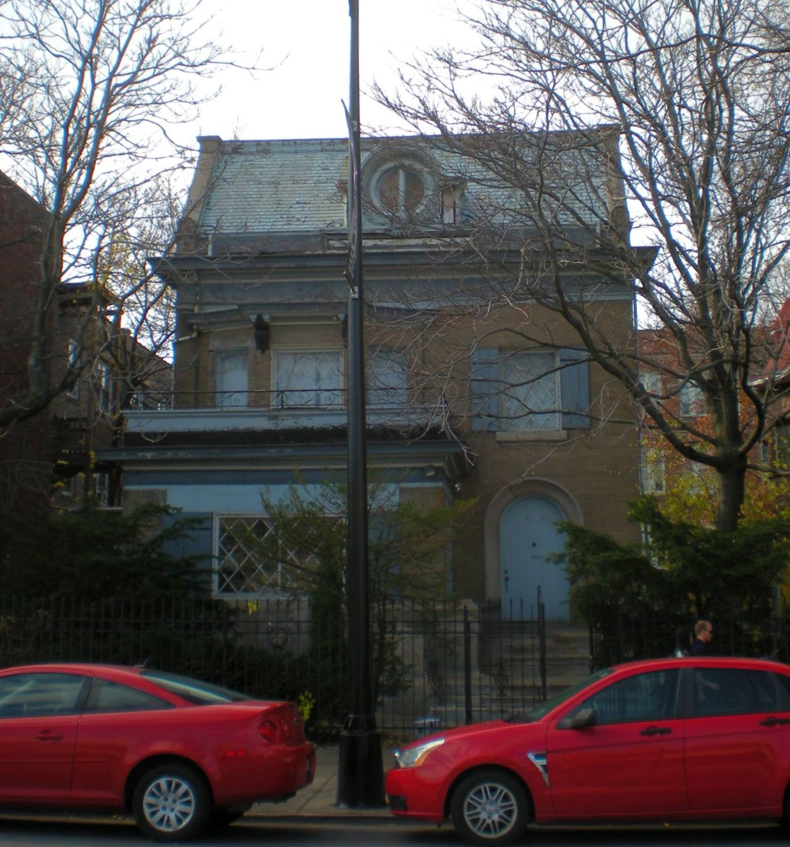 The Julius H. Holsher House (1902) at 4506 N. Sheridan Road in the Uptown neighborhood.