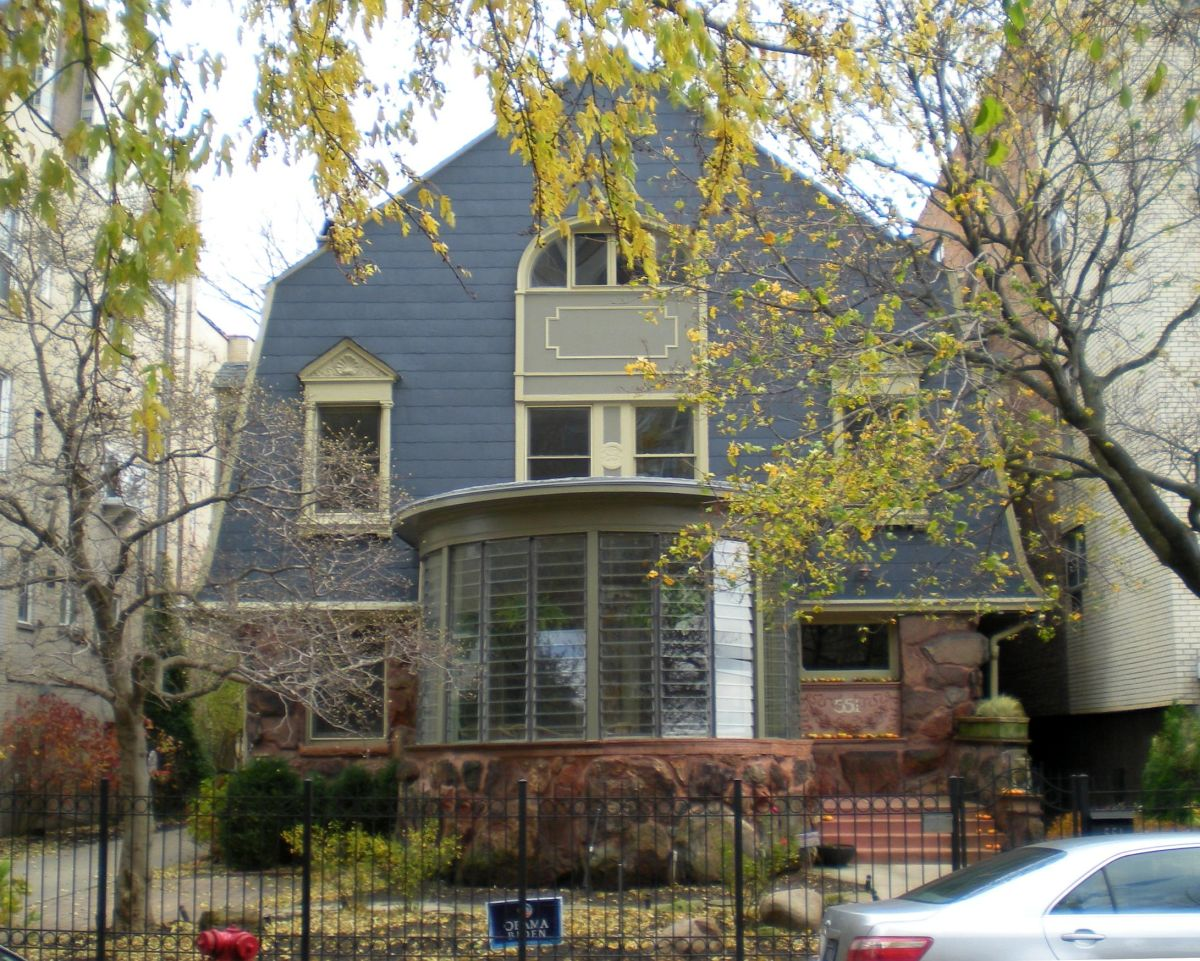 The Albert B. Towers House (1894) at 551 W. Stratford Place in Chicago's Lakeview neighborhood.