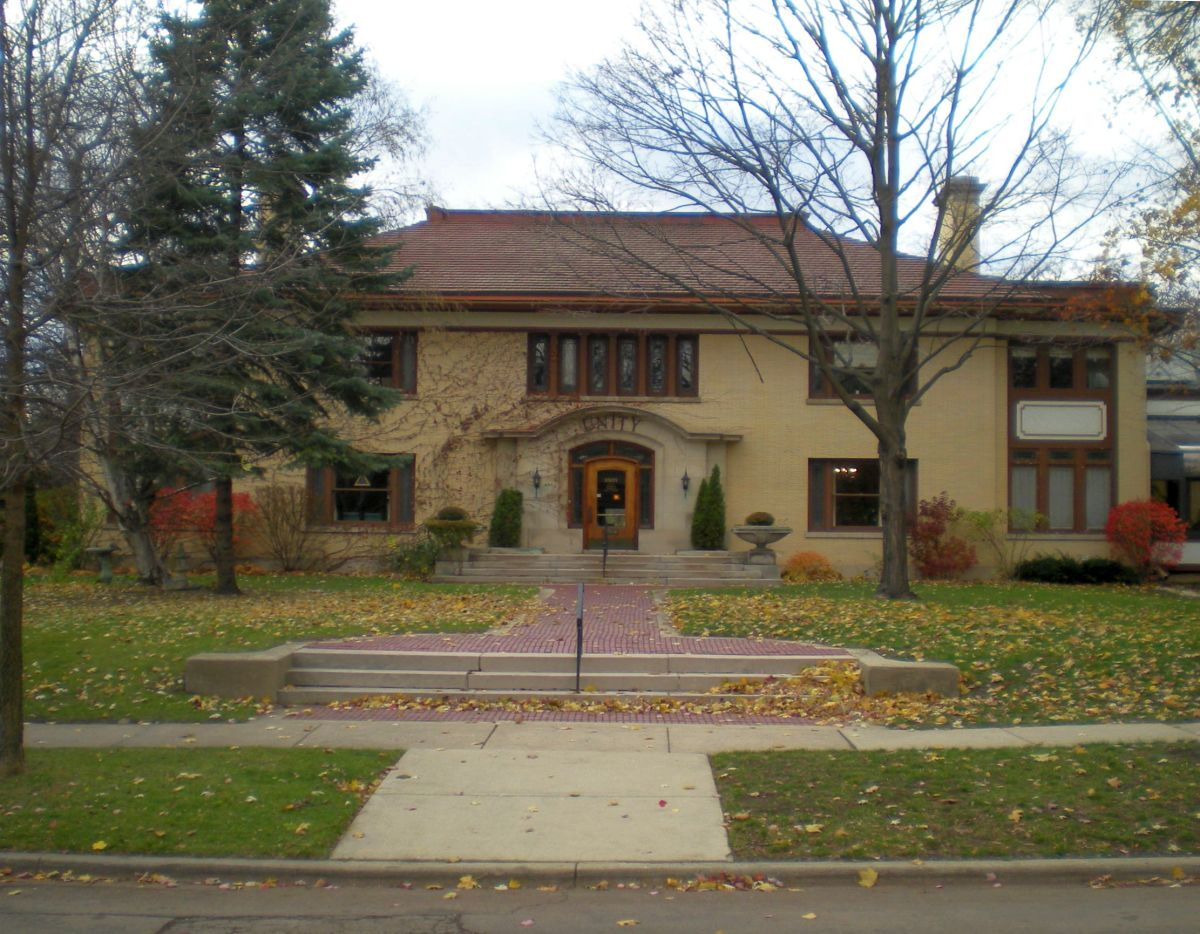 The James Hall Taylor House (1911) at 405 North Euclid Avenue, now Unity Church of Oak Park.