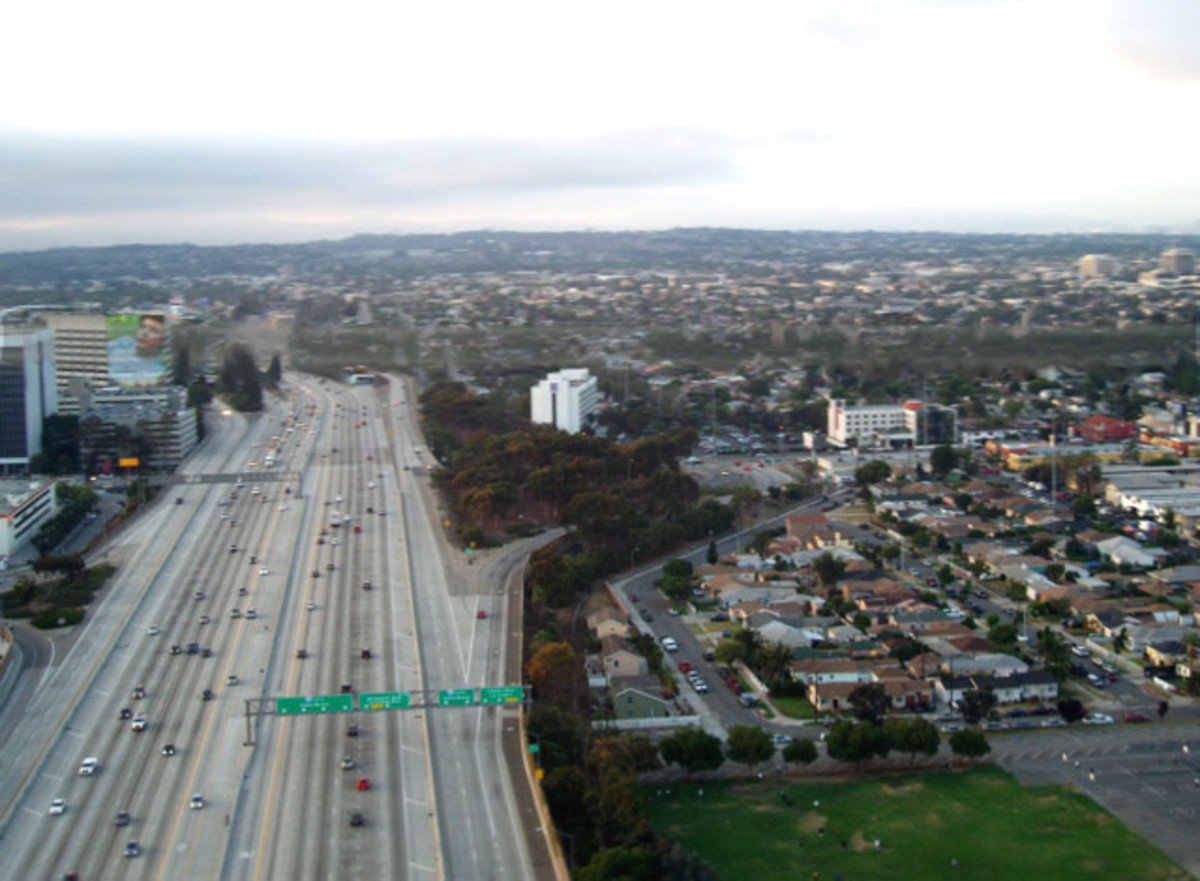 Traffic dries the air, roads and cities block groundwater replenishment - Los Angeles.