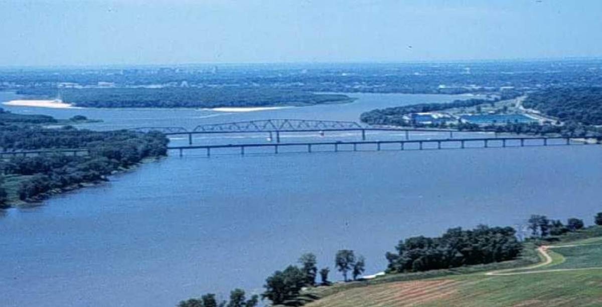 Some parts of the Mississippi River still meander. Note the curves beyond the bridge.