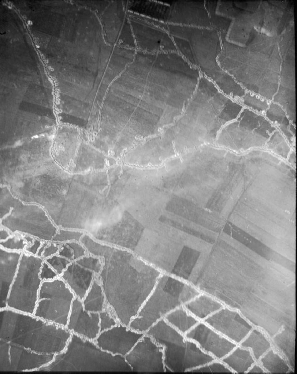 WW1: Aerial photograph of the Hohenzollern redoubt. German lines are in the top half. The Hohenzollern Redoubt is the tip of the salient protruding southwest closest to the British lines; British lines are in the bottom half. September 21, 1915.