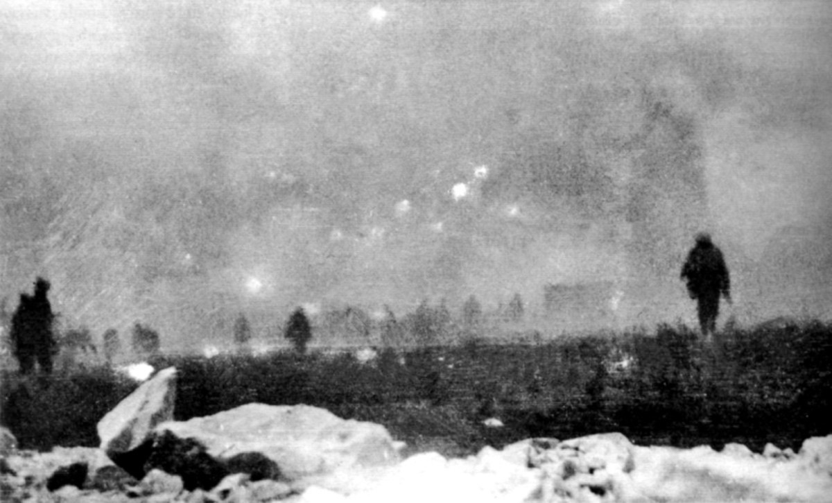 WW1: British infantry advancing into a gas cloud during the Battle of Loos. 25 September 1915.