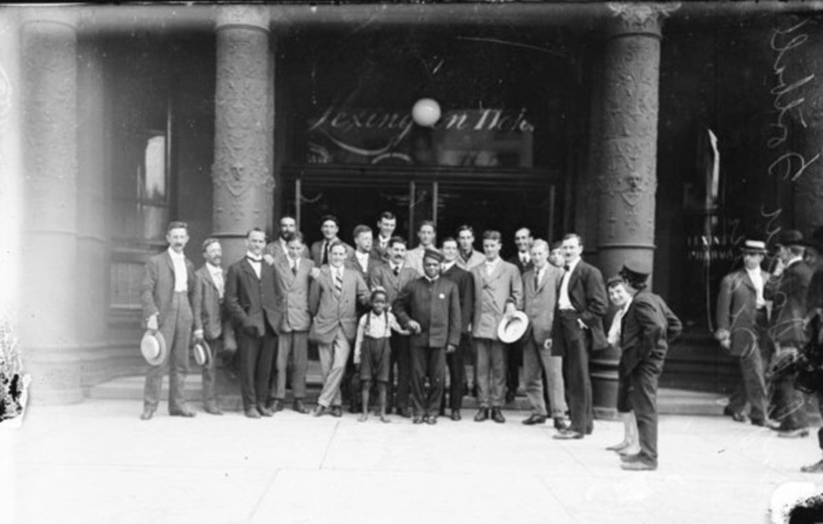 An English soccer team poses at the Michigan Avenue entrance of the Lexington Hotel in 1906.