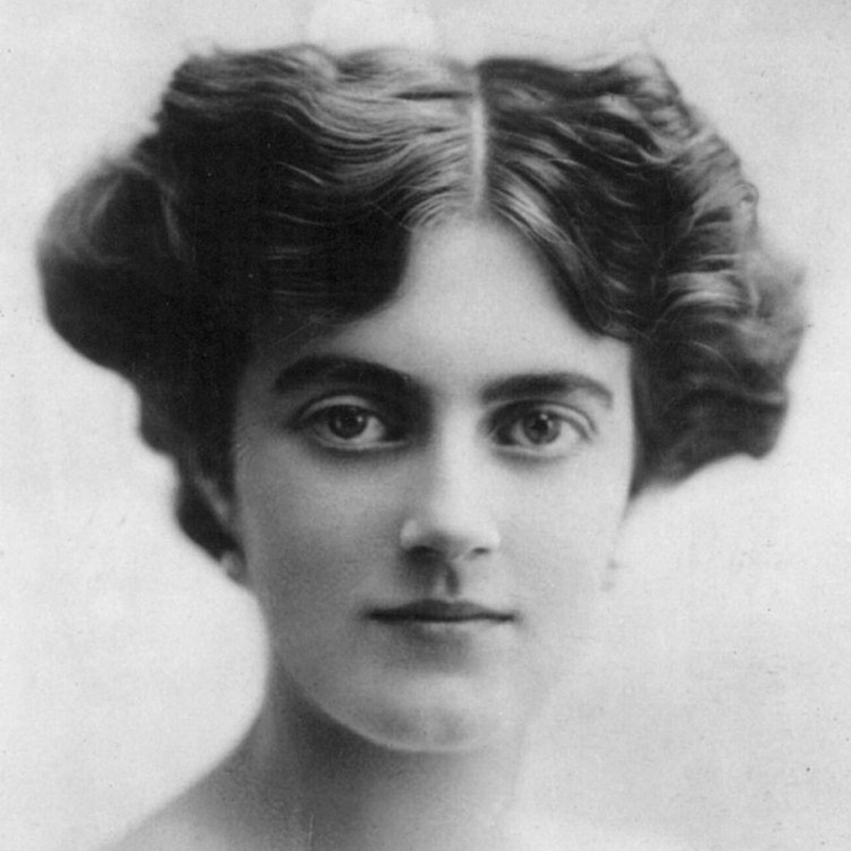Clementine Hozier Churchill, 1915