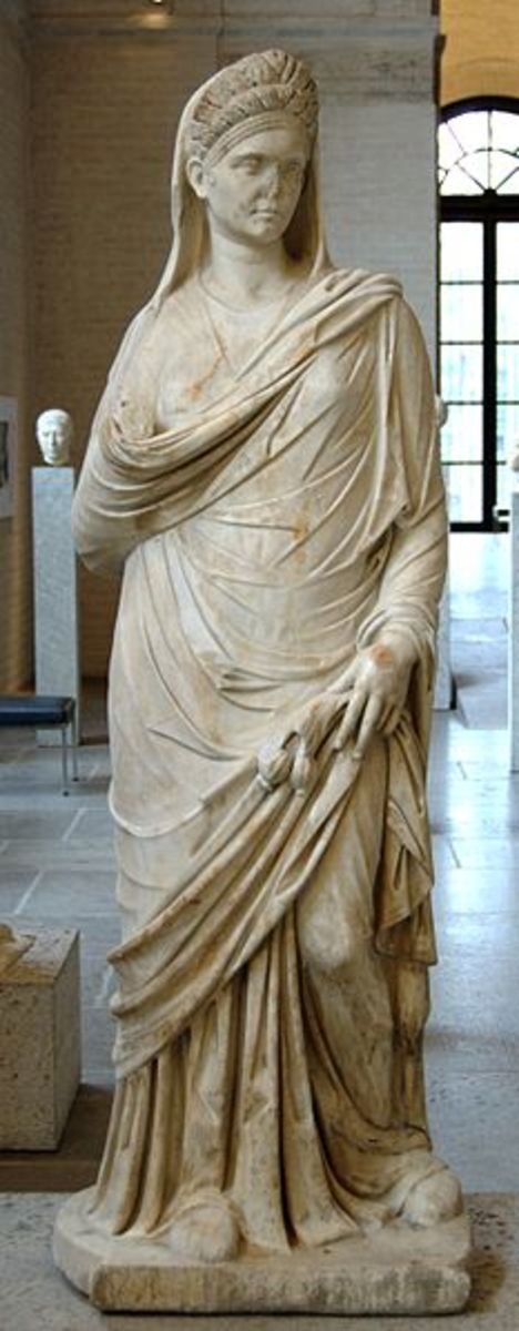 Statue of a Roman Woman. Glyptothek. The matrona of the familia was expected to appear modest and respectable in the company of a male relative when she left the home.