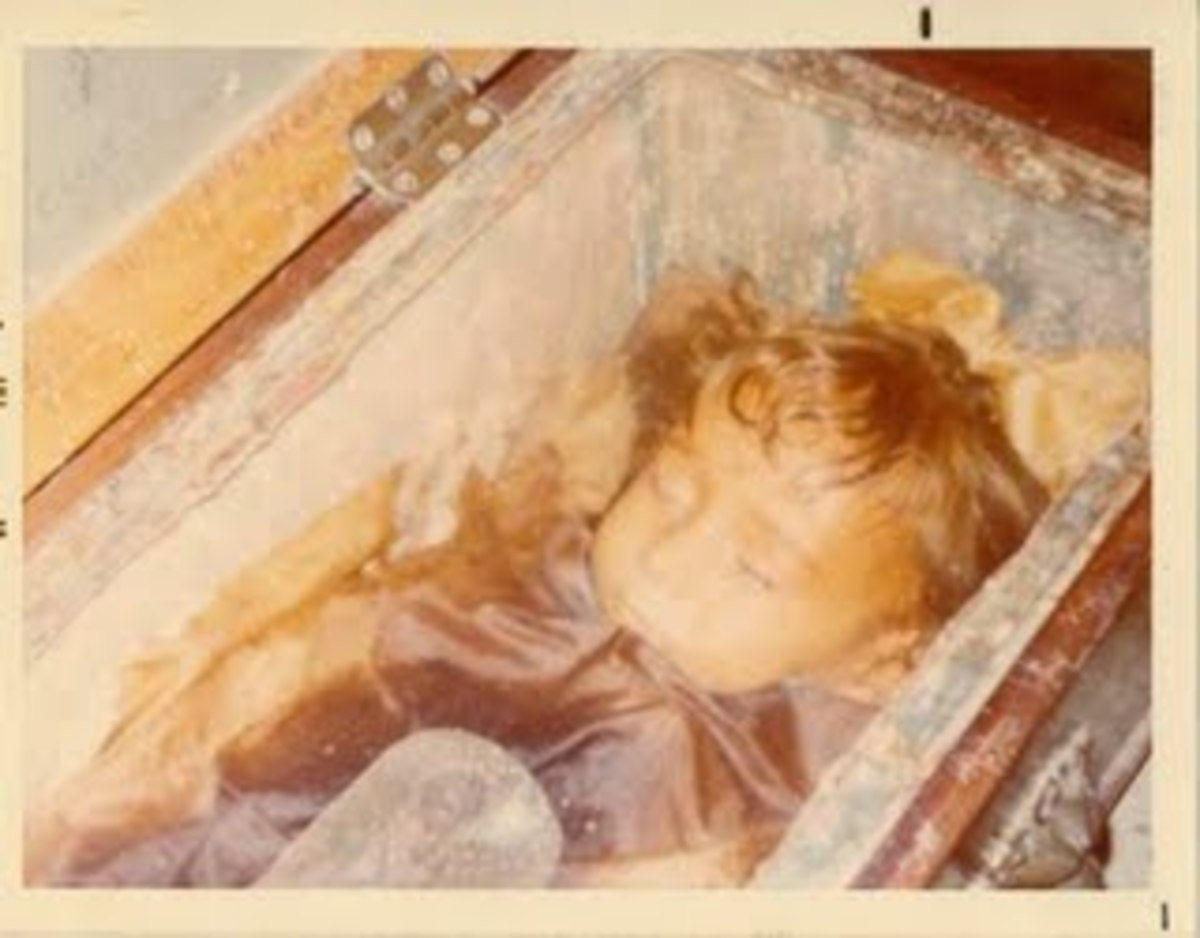 This photo taken in the 1970s of Rosalia. Notice the hinged wooden coffin lid to the left, which has since been removed. Only the glass lid remains.