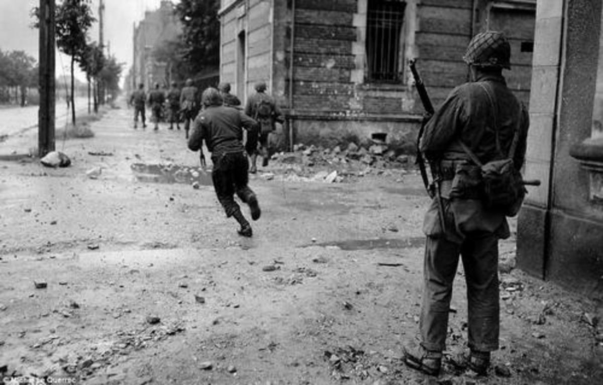 American GIs taking Cherbourg, June 1944.