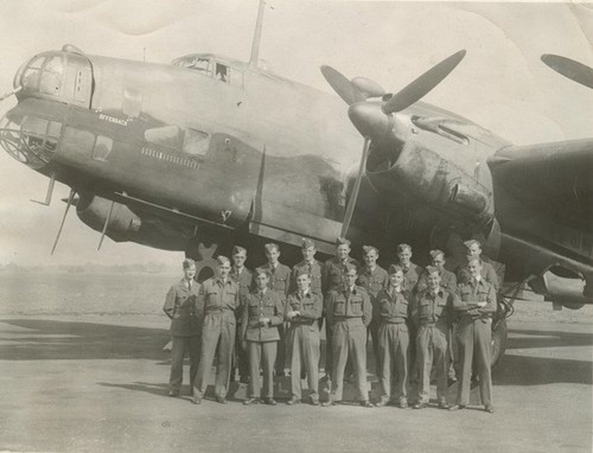 Chesire (center) with men from the 35 Squadron.