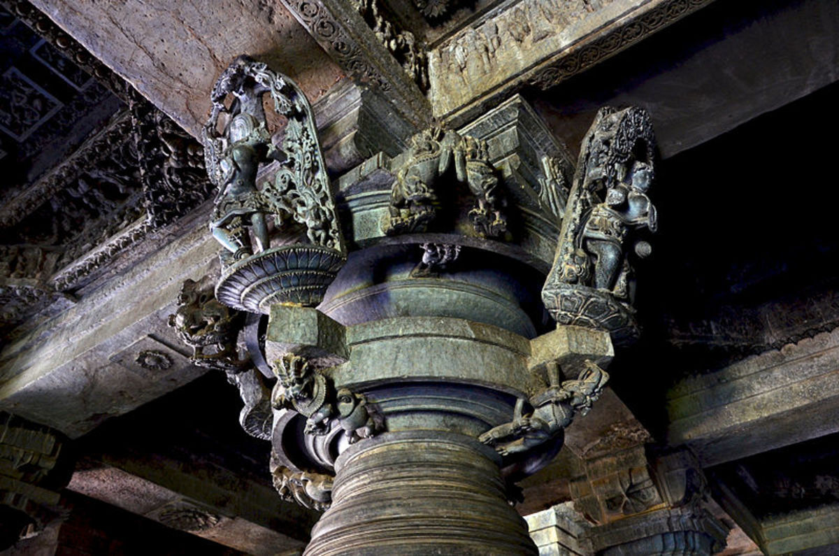 Central pedestal carvings at Hoysaleswara