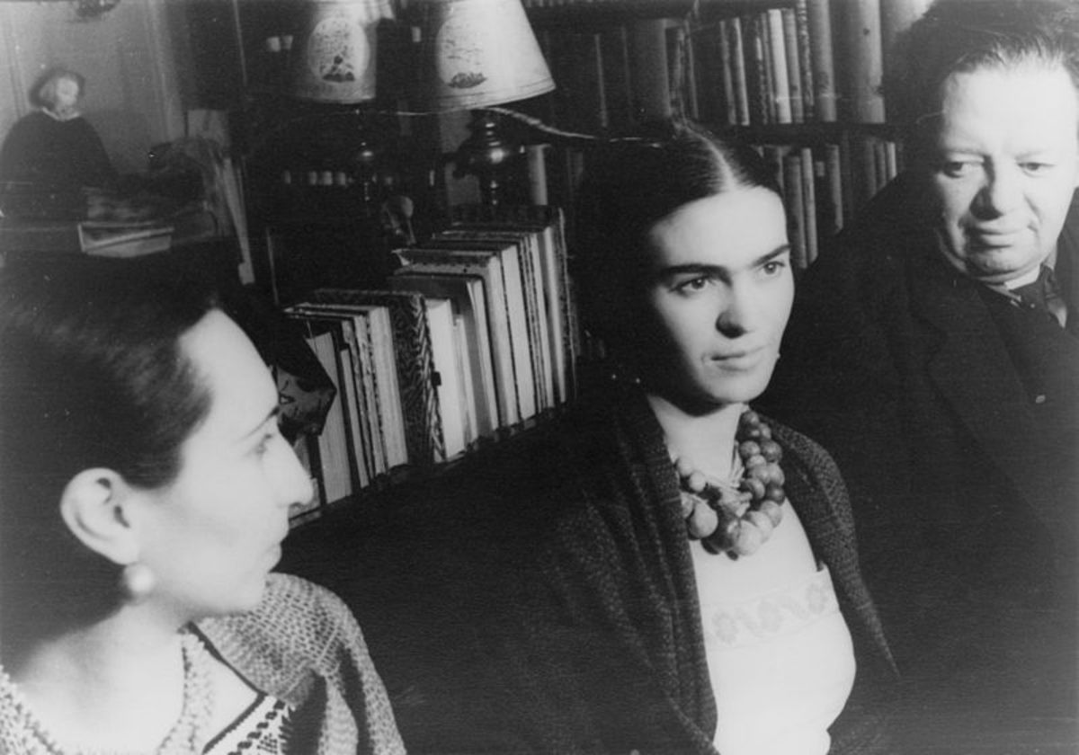 Frida Kahlo, center, sits next to her husband, Diego Rivera, far right.