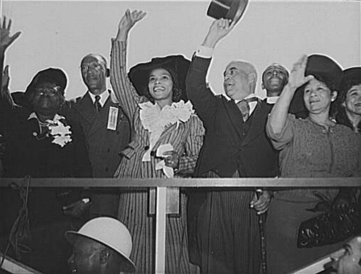 Marian Anderson (center), Mary McLeod Bethune (left), and other dignitaries at the launching of the Booker T. Washington