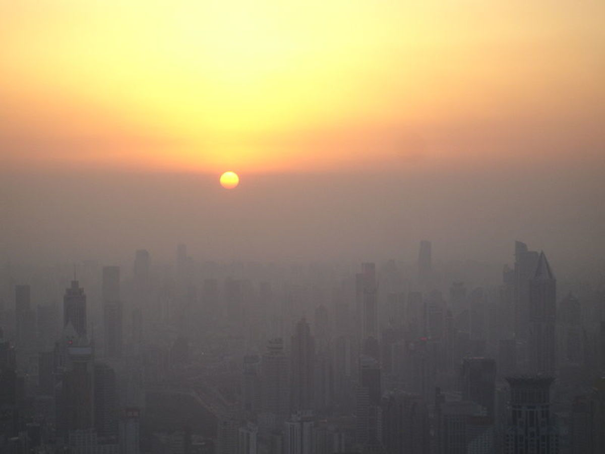 The setting sun reaches the 'smog line' above Shanghai, February 9, 2008.  Photo by Suicup, courtesy Wikimedia Commons.