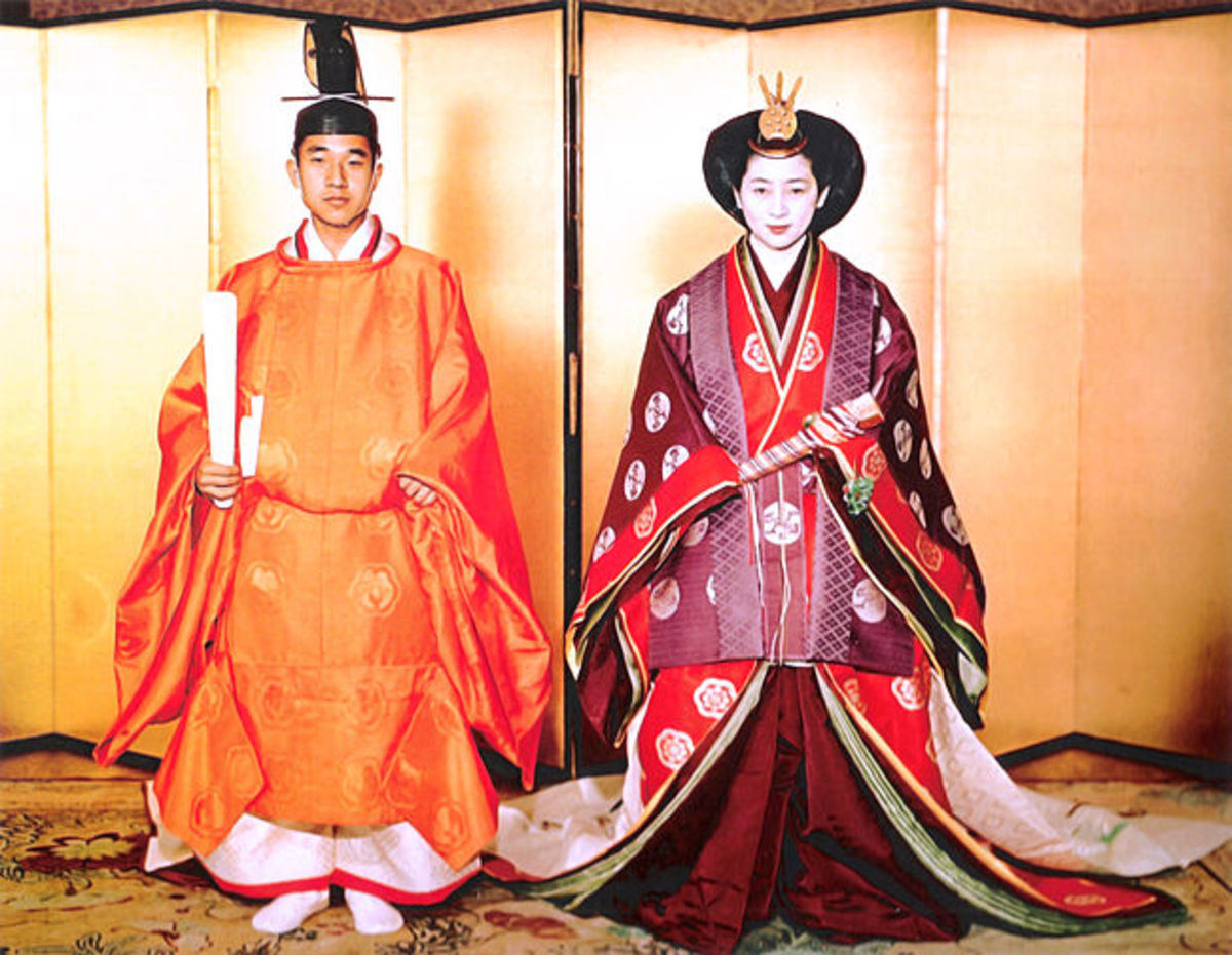 The last remnants of Heian dress, on display for the Emperor's wedding to Empress Michiko in 1959. Imperial wedding portraits and coronations are performed in Heian high ceremonial dress. Notice the cross-collared robes under the round-necked robe.