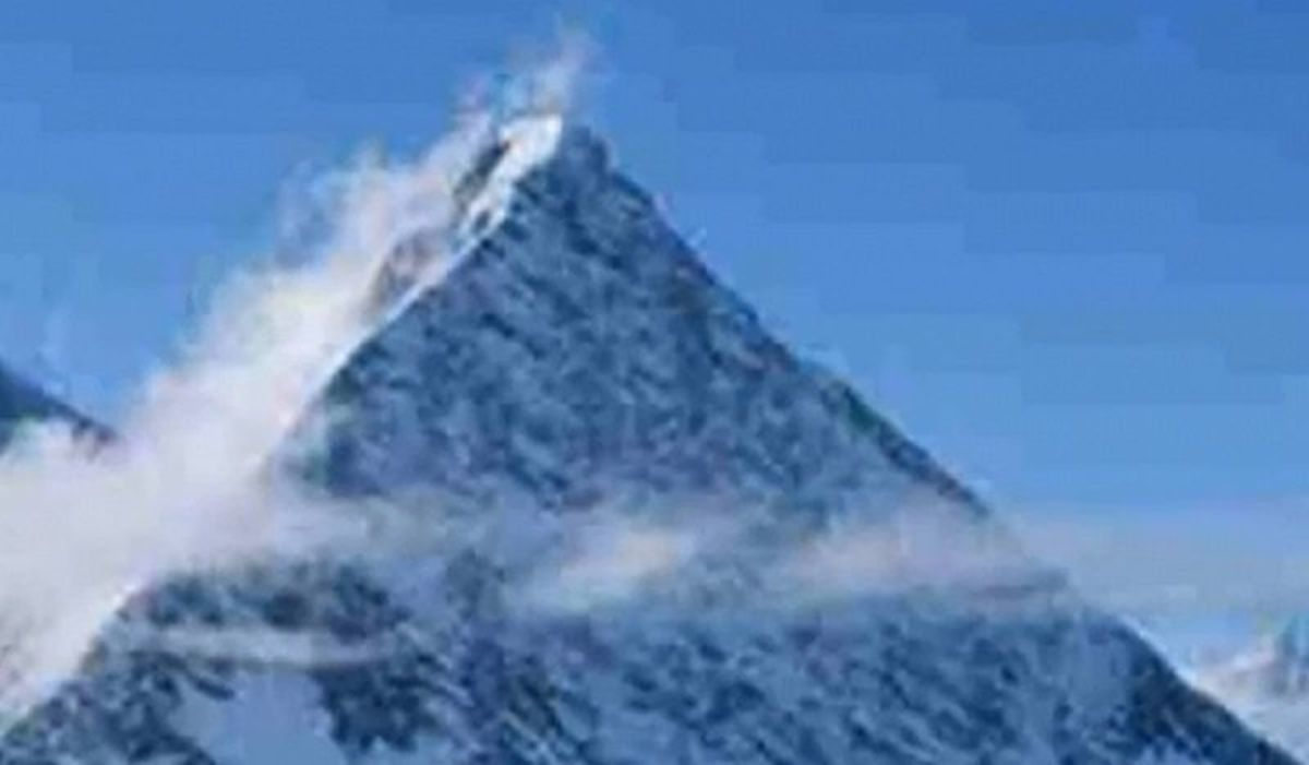 I guess if you squint your eyes you'll see the pyramid.