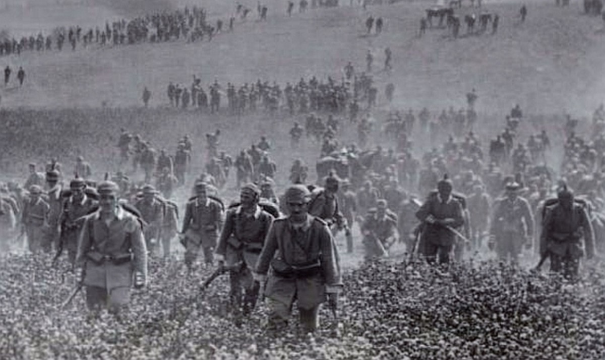 WW1: German soldiers of the First Army sweeping through Belgium in August 1914. They would march 300 miles through Belgium and into France.