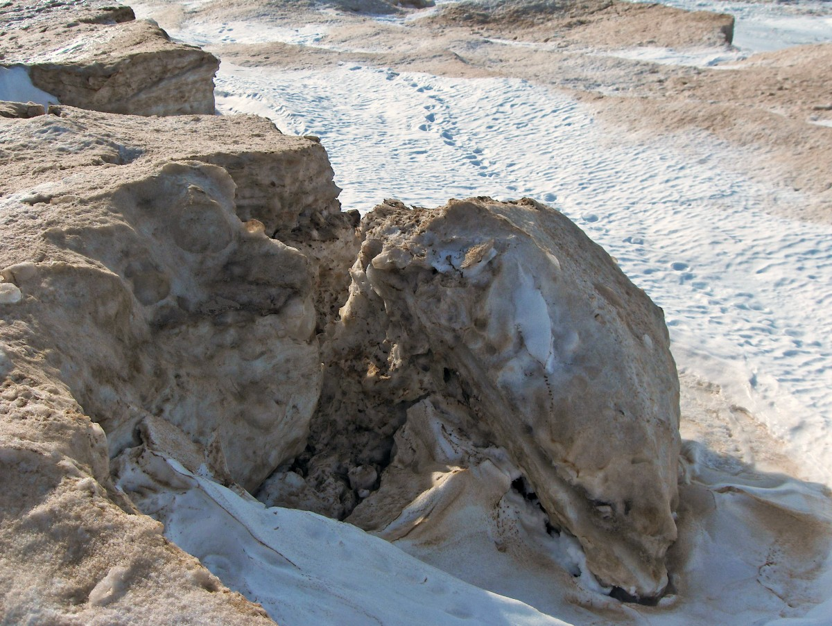 THIS IS WHAT HAPPENS TO UNSTABLE EDGES IN THE ICE SHELF