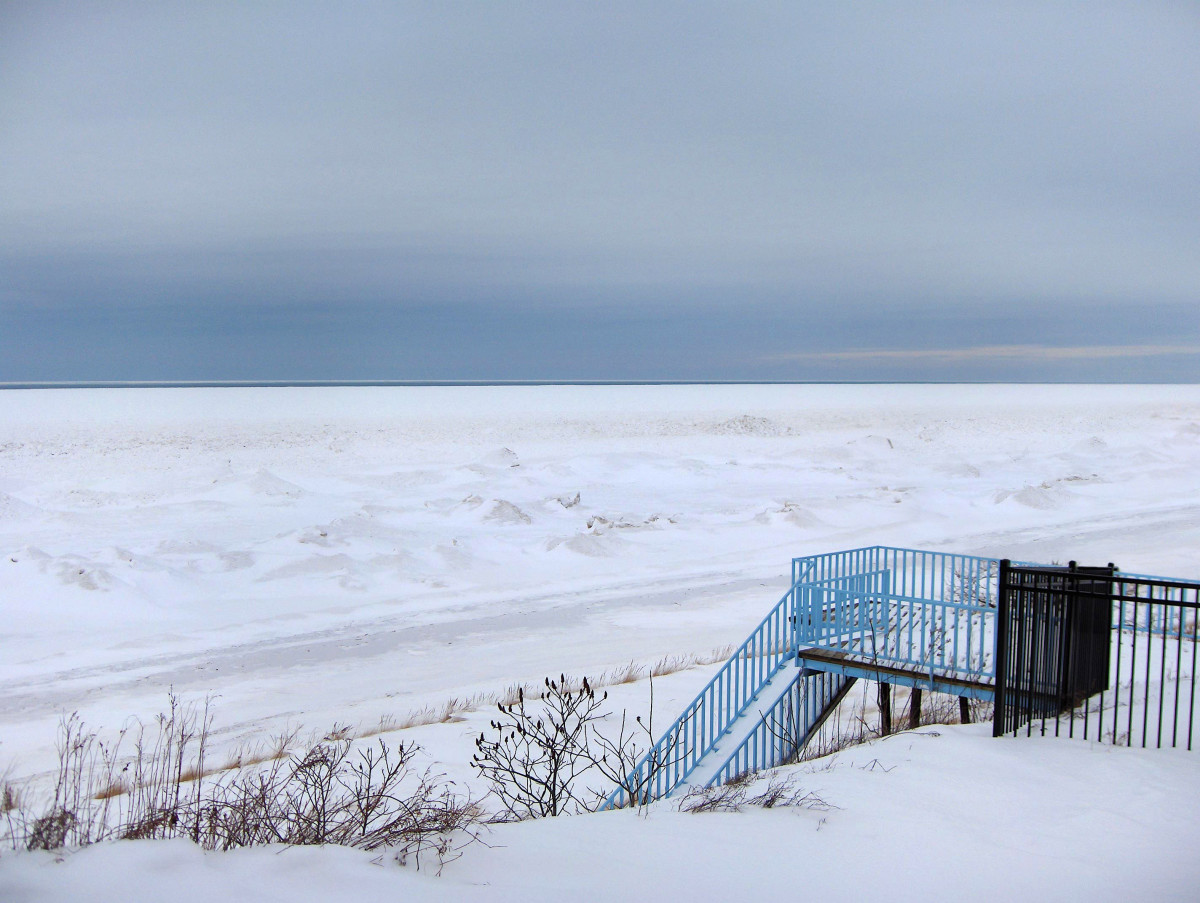 Bluff view of Lake Michigan ice sheet reaching the horizon one day after the 2014 POLAR VORTEX storm