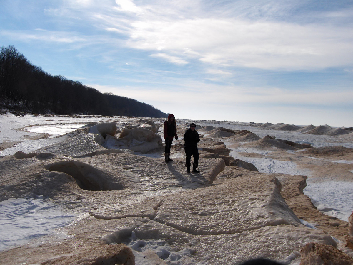 Clear view of three tiers of ice mounds at Pier Cove Beach