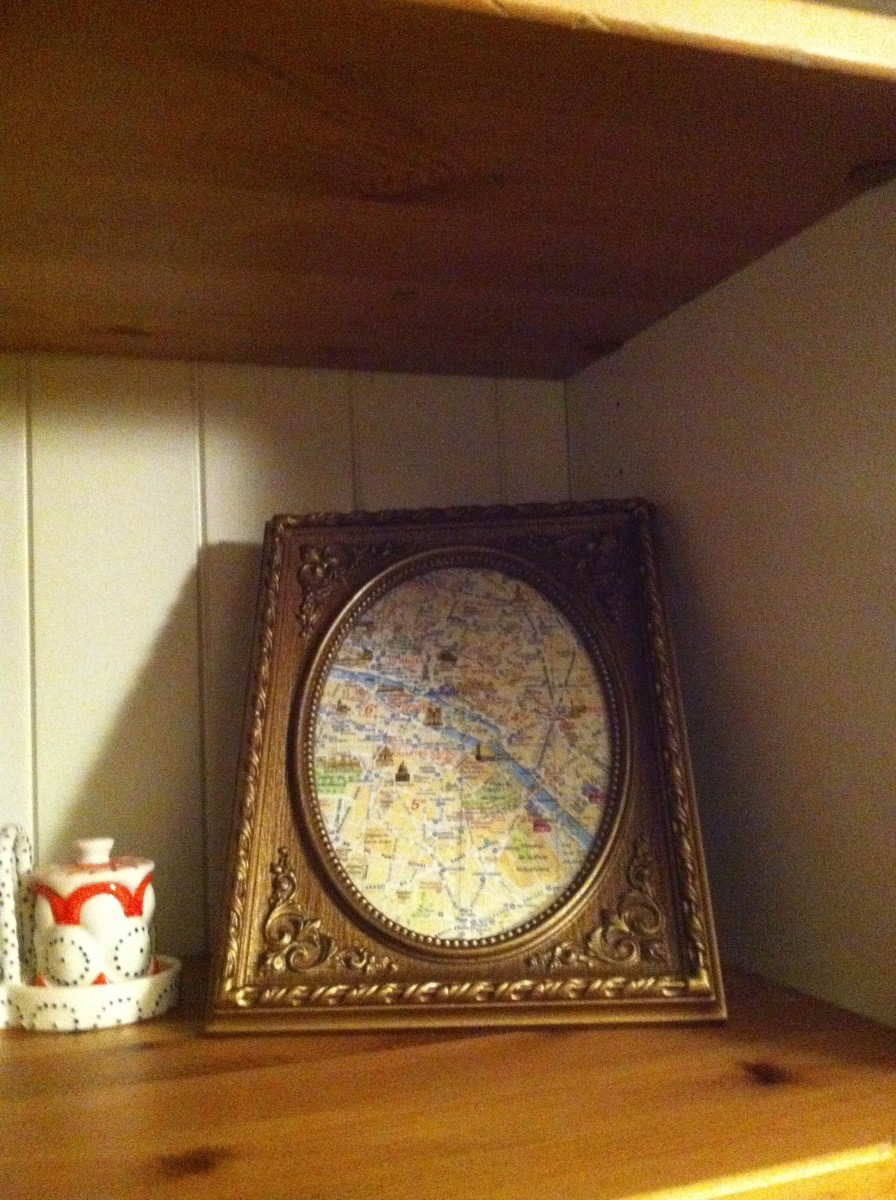 I couldn't part with the map I used in Paris, so I cropped and framed it, positioning my hostel at the center. A piece of junk has turned into my greatest treasure.