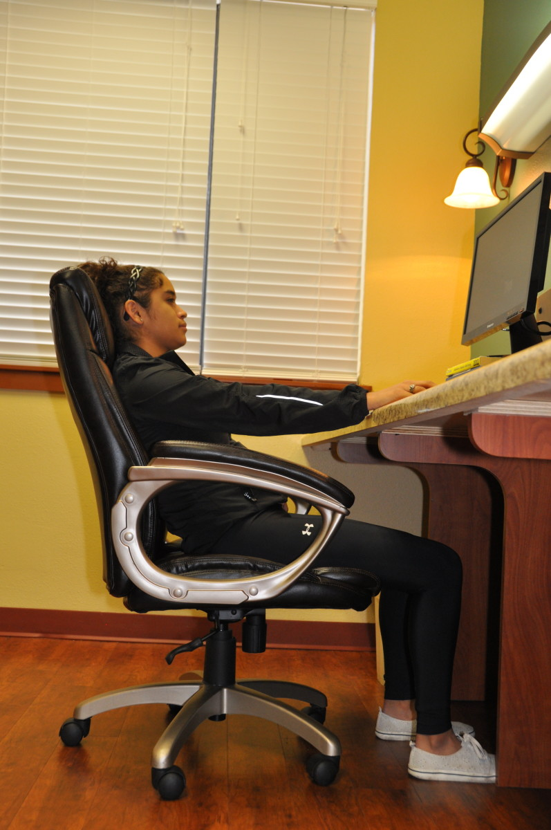 Reclined posture at your desk can lead to hand, arm or neck pain
