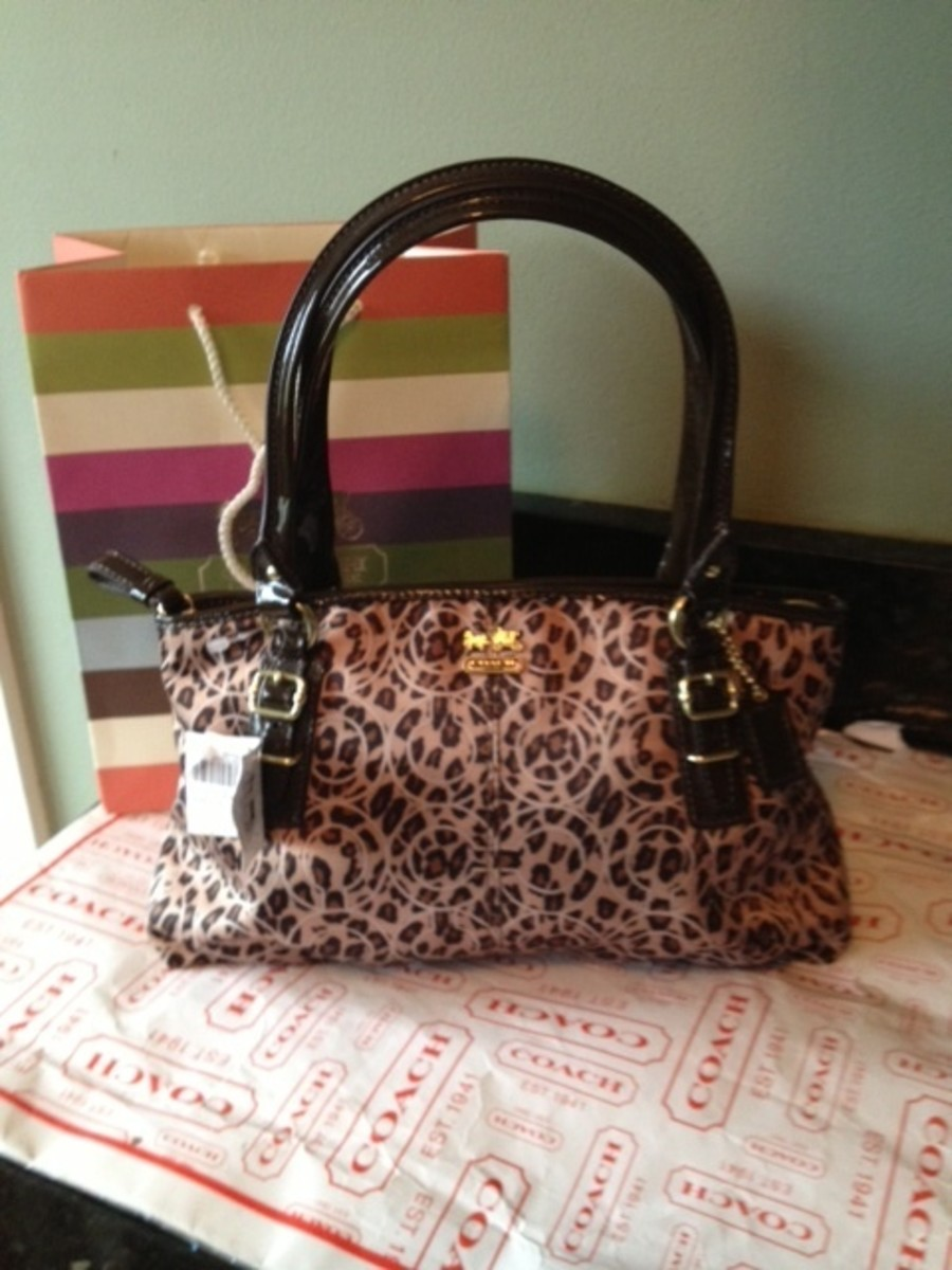 How to Buy Authentic Coach on Ebay  5 Basic Ways to Tell if a Coach Purse  is Real or Fake 7d1ae34aba