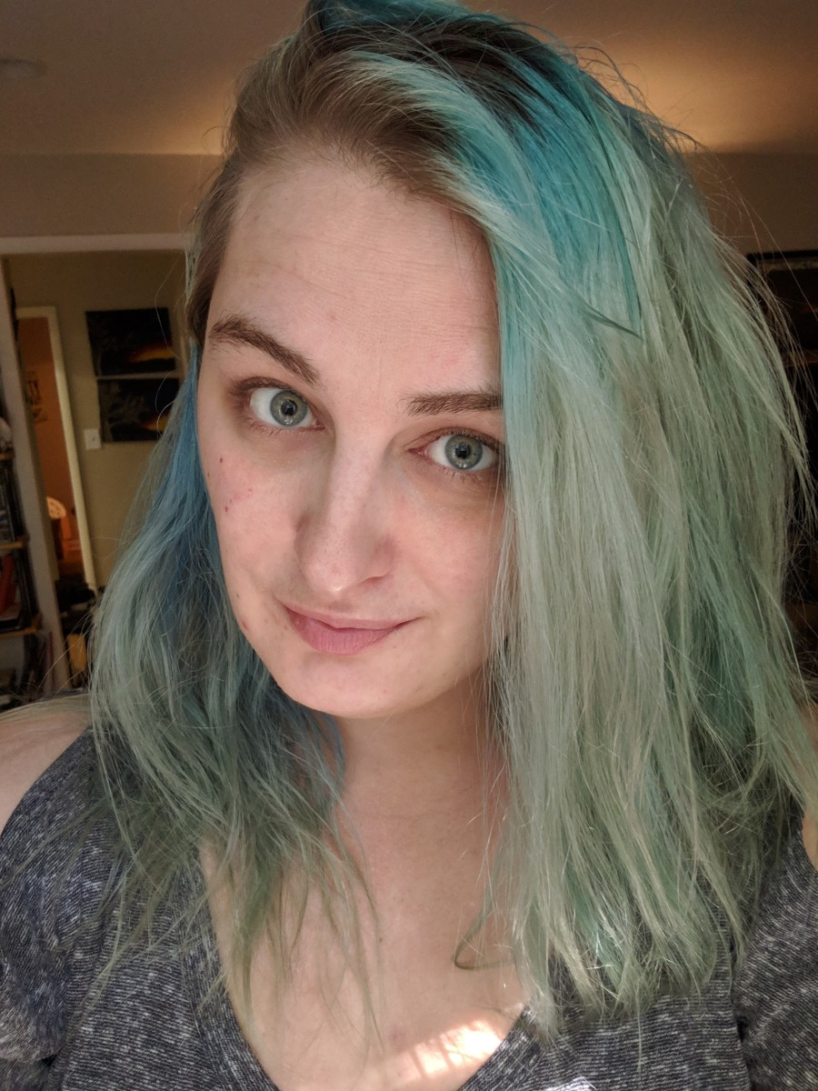 This is what my hair looked like after fading it from my previous blue, and before lightening my roots.