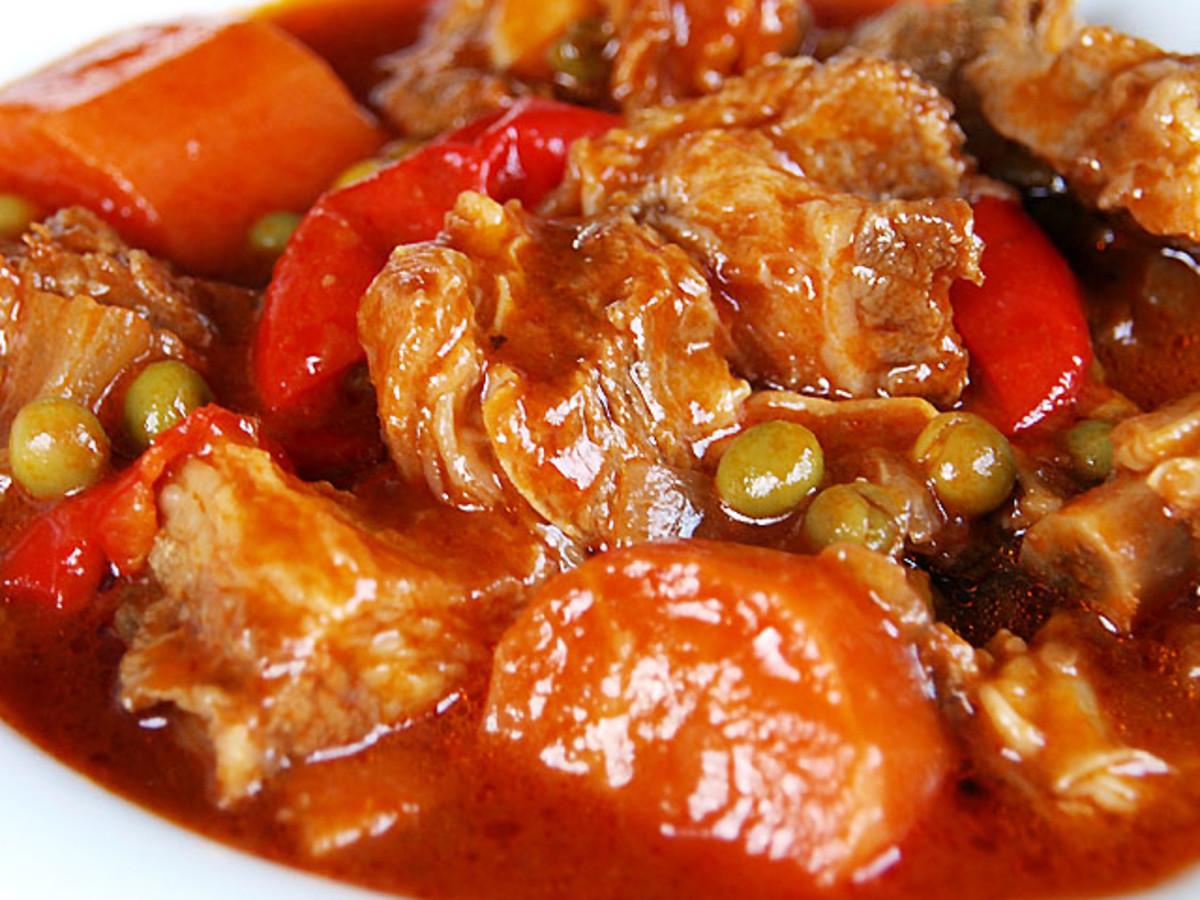 Kalderetang Baka (Filipino Beef Stew)