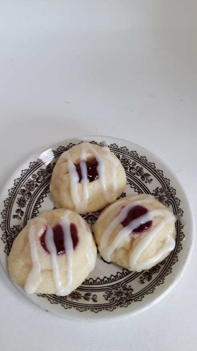 Yum! Raspberry Thumbprint Cookies made in a plastic bag.