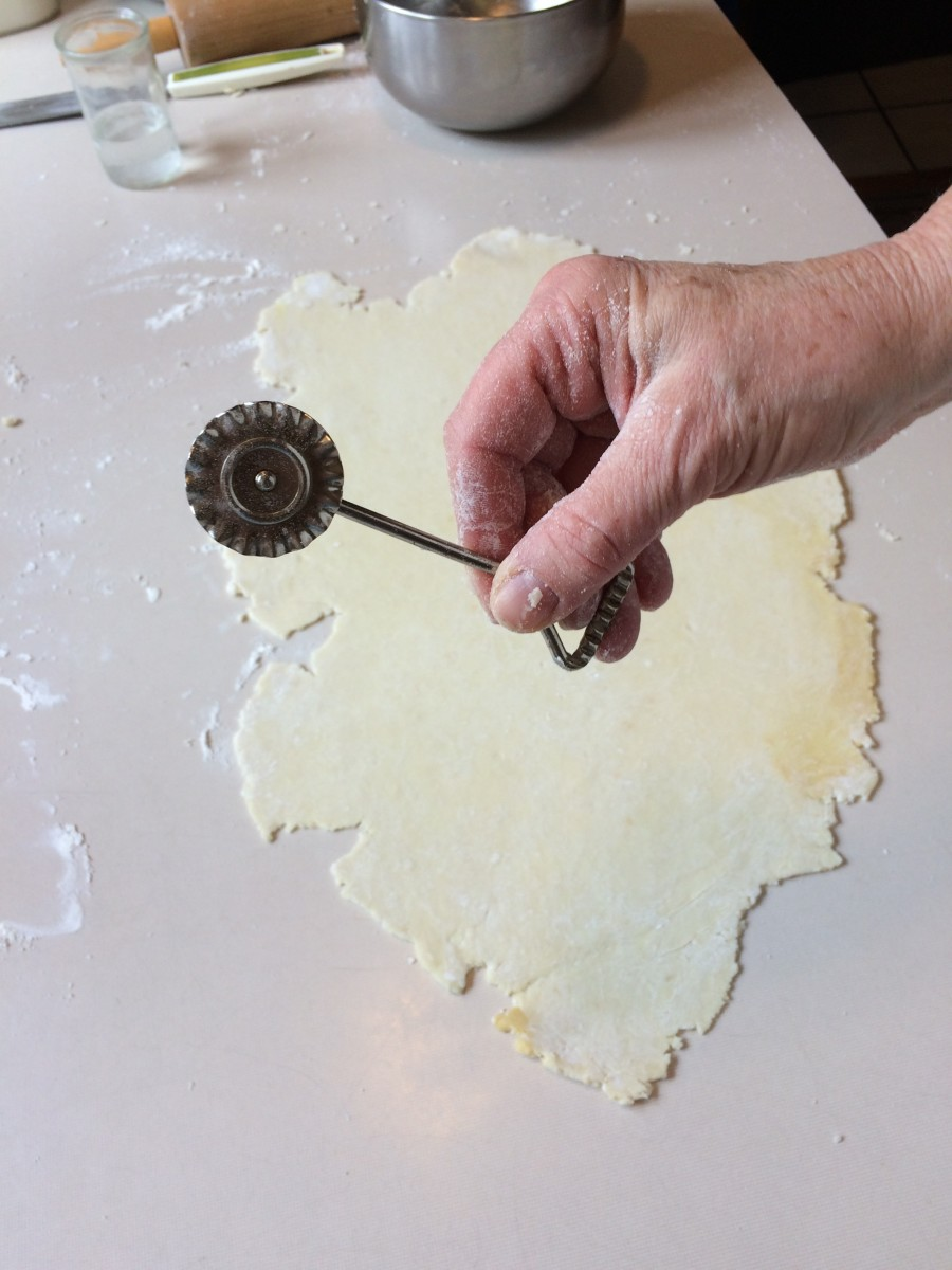 I use the old-fashioned fluted edged pastry cutter.