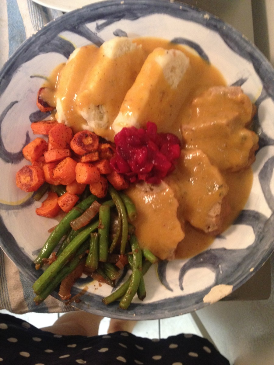 This vegan Thanksgiving meal looks positively delicious.