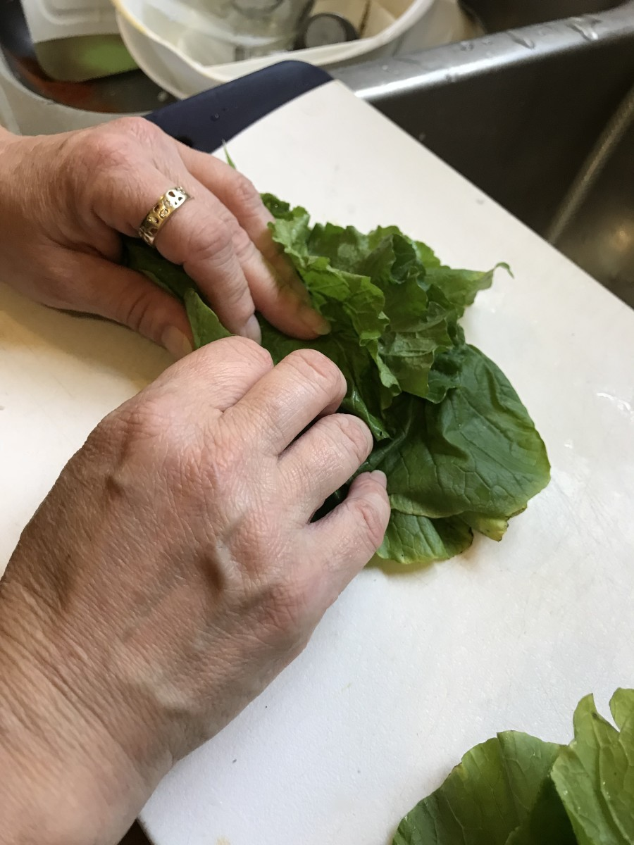 Place 5-6 leaves on top of each other and roll them tightly into a bunch. You can skip this step, but it  makes the finished dish much easier to eat.
