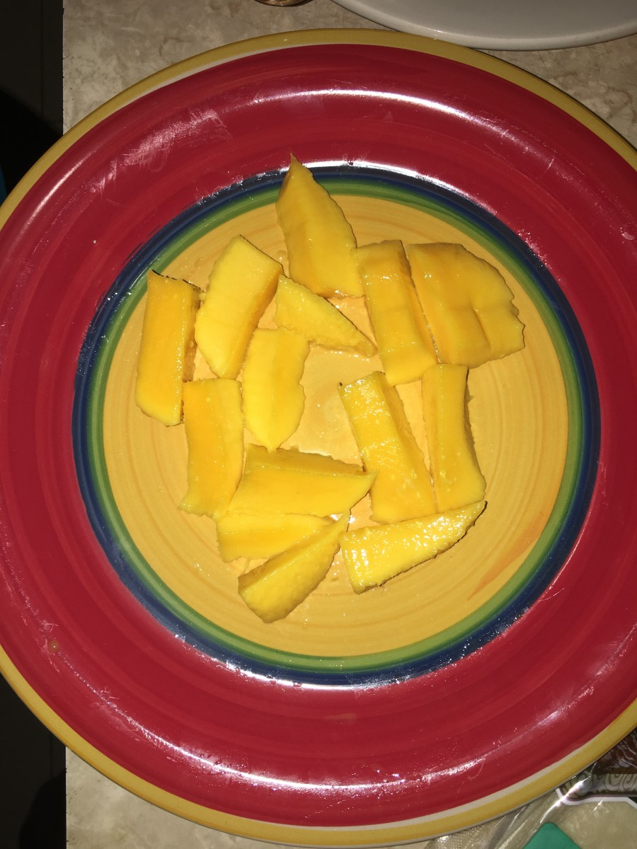 Slice the mangos into small pieces