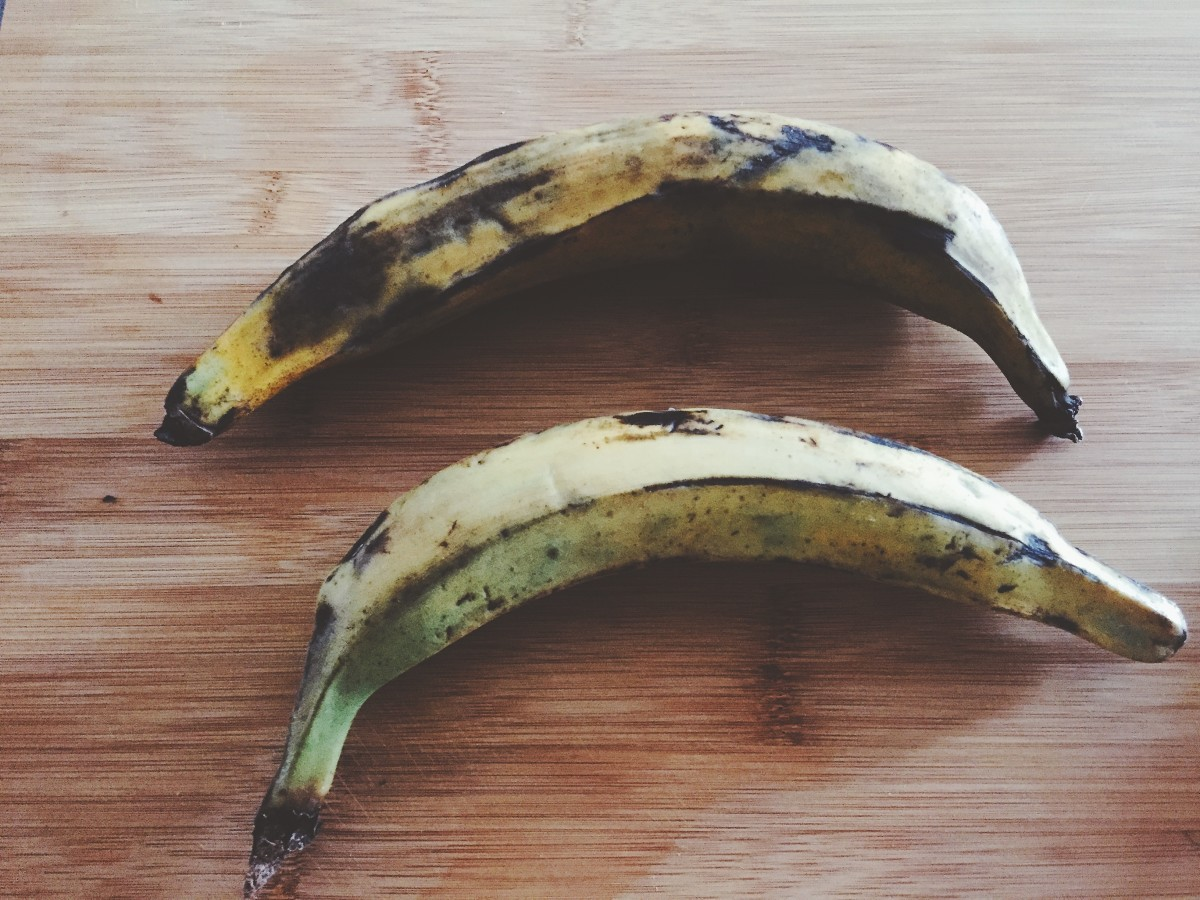 Any type of banana can be used for this recipe. I prefer to plantains.