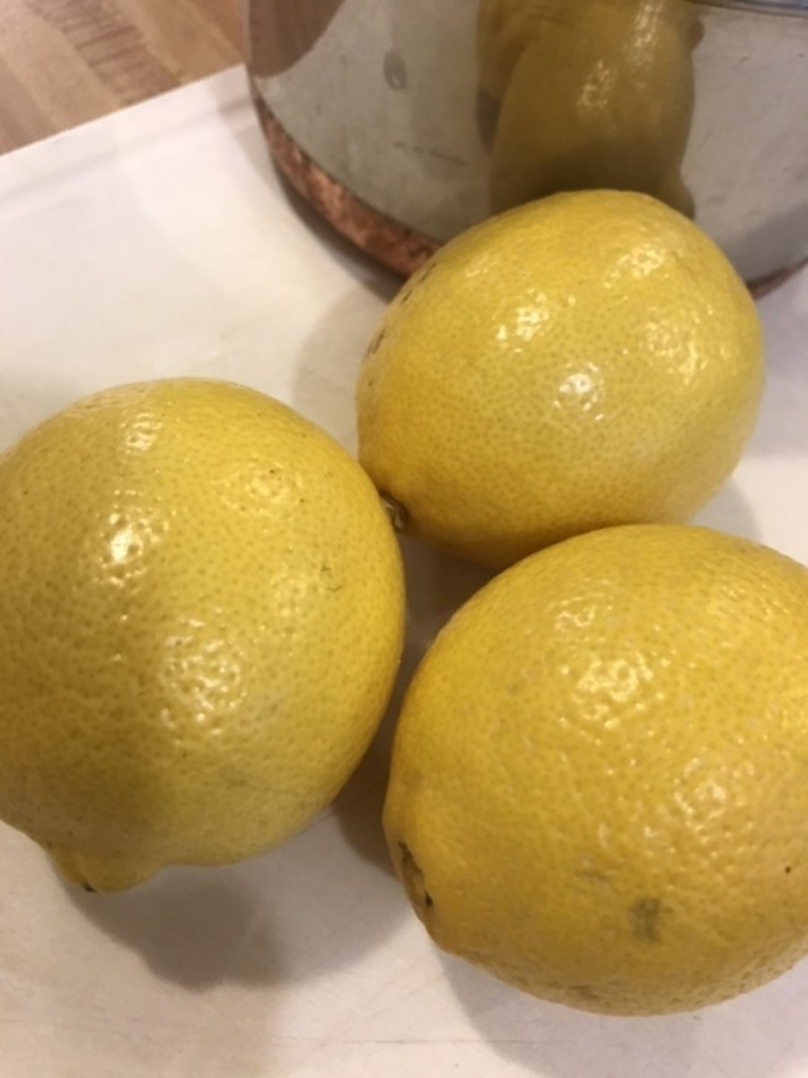 Since you'll be consuming the peel, organic lemons may be the best bet. Look for bright, unblemished fruit for the best results.