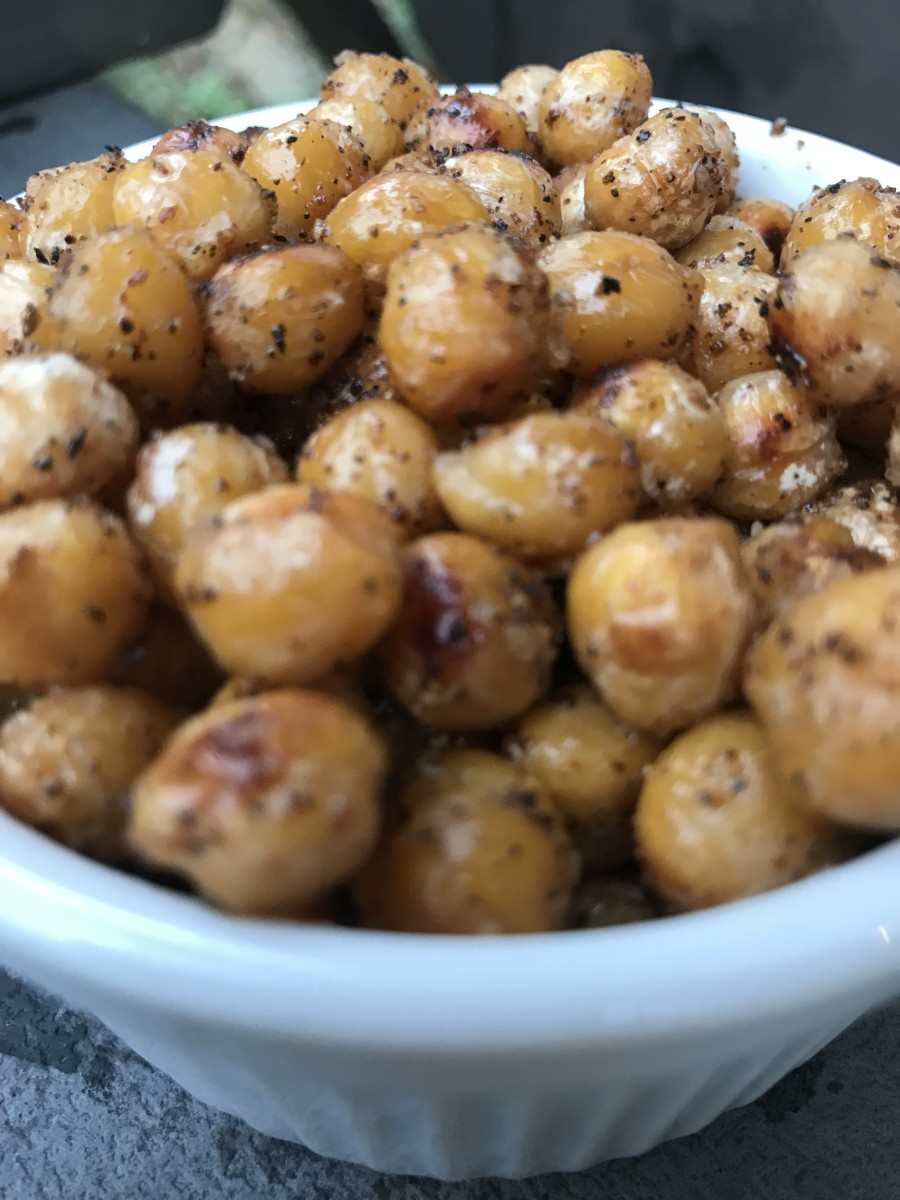 A perfect little snack you'll feel good about, and which is good for you! Crispy rosemary chickpeas are everything you should be eating. Try them straight or in a salad - you'll be hooked.