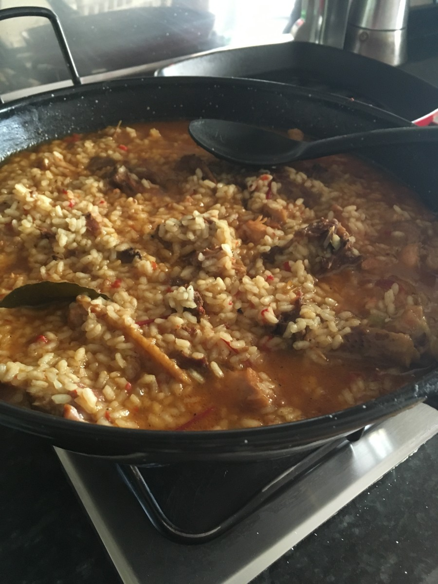 This authentic arroz con pollo recipe from Extremadura was made without colorants. It has a lovely thick broth that pools around the cooked rice.