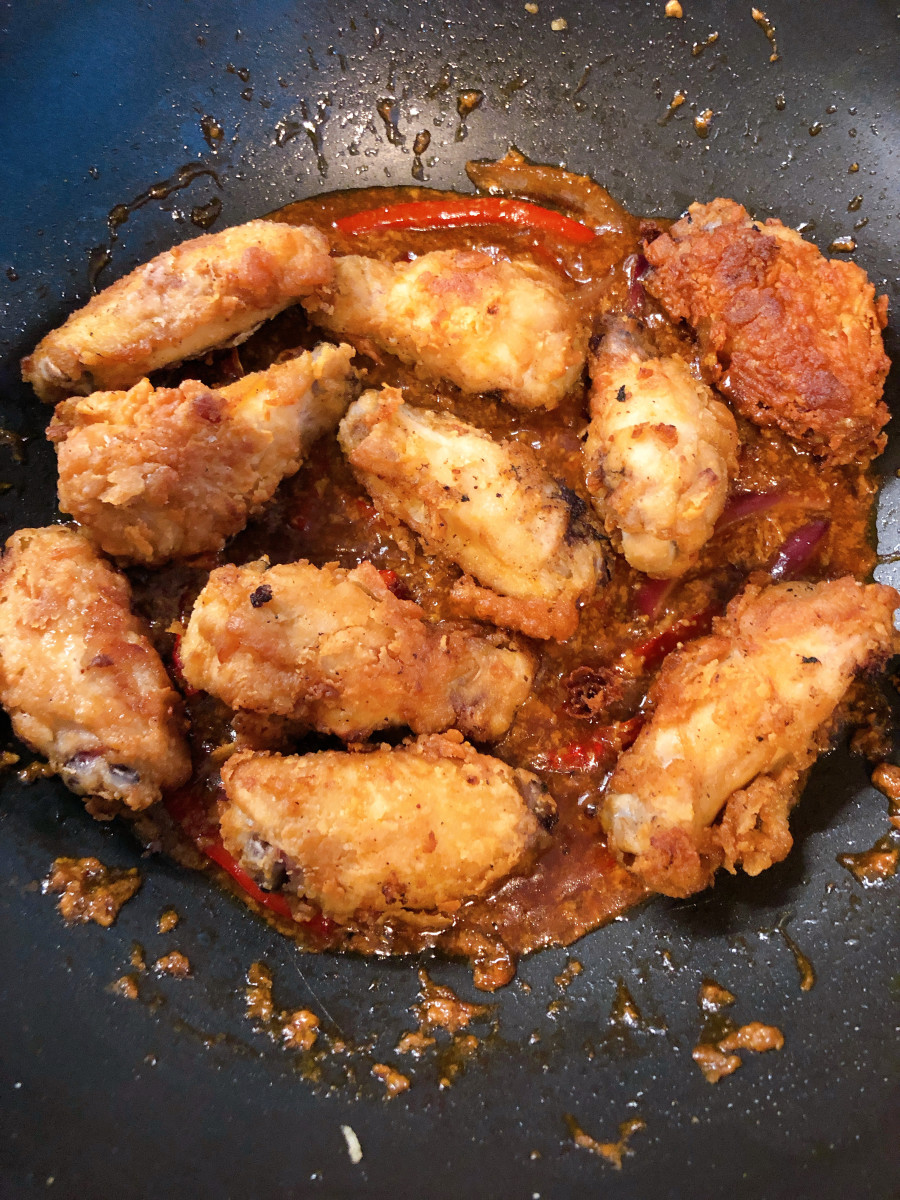 Throw the chicken into the sauce.