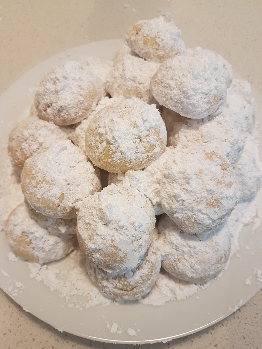 These traditional Greek cookies are called kourambiethes