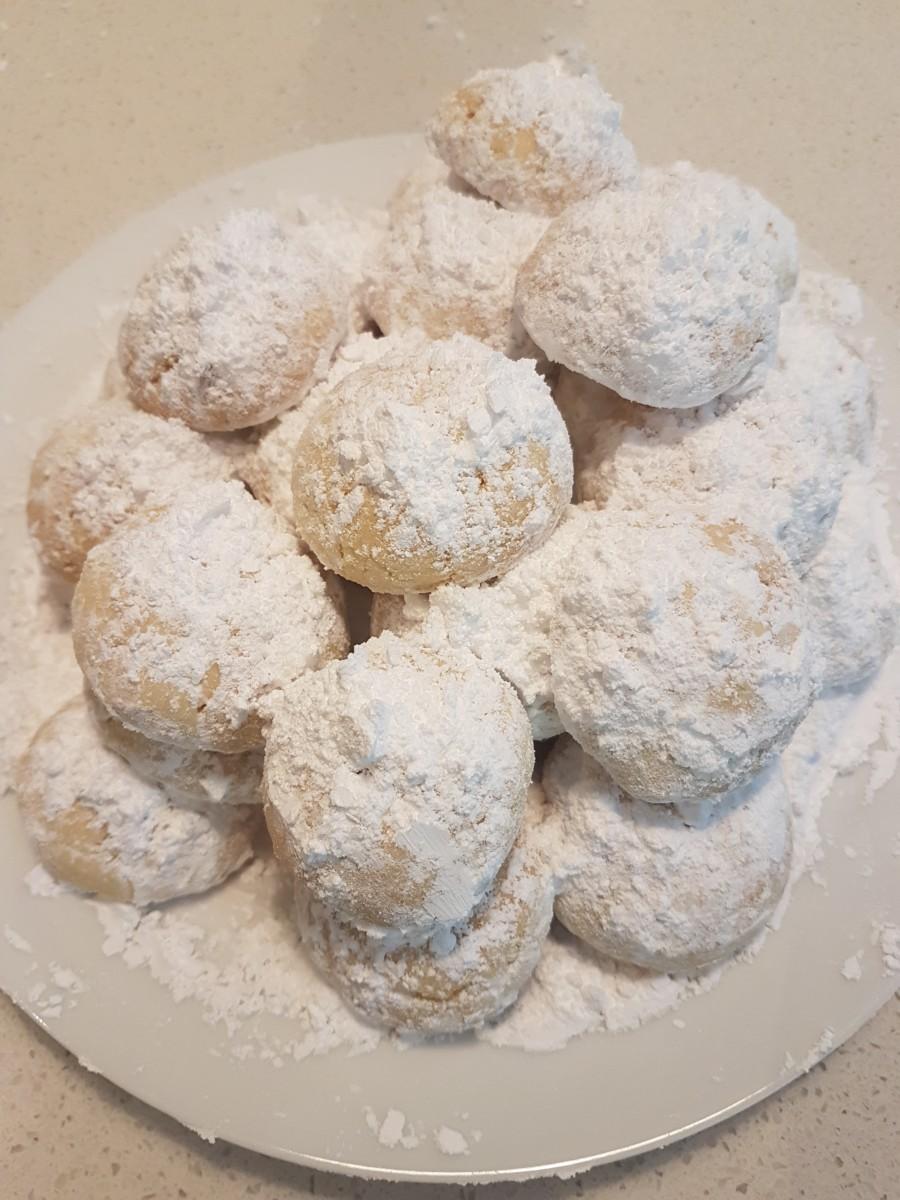How to Make Greek Shortbread Cookies (Kourambiethes)