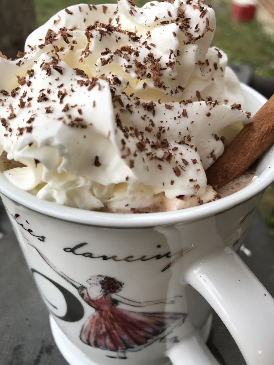 Ready to go - as I said, a hug in a cup. Hot chocolate laced with cinnamon, nutmeg, marshmallows and whipped cream. This alone will make you a culinary Bombshell.