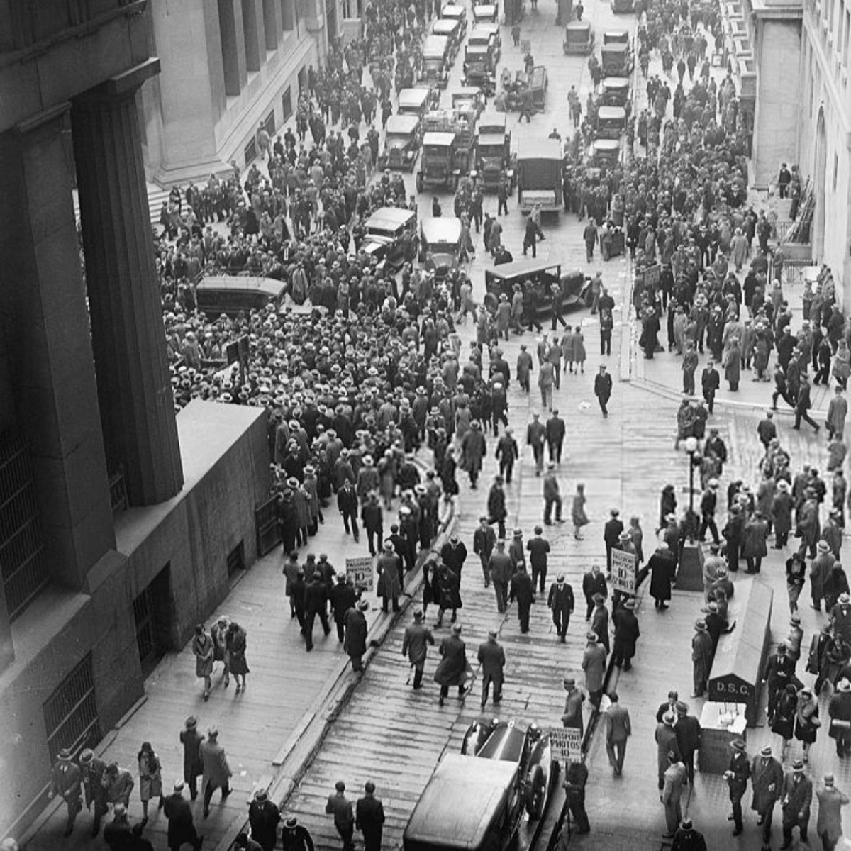 In this photo, a crowd of concerned citizens gathers outside of the NYSE on October 29, 1929.
