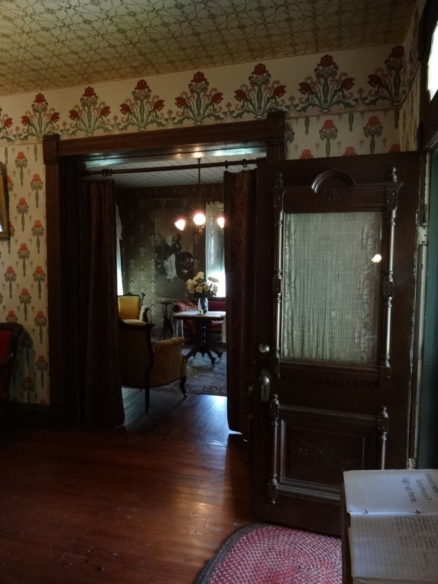Enables access to the parlor at the left or the music room.