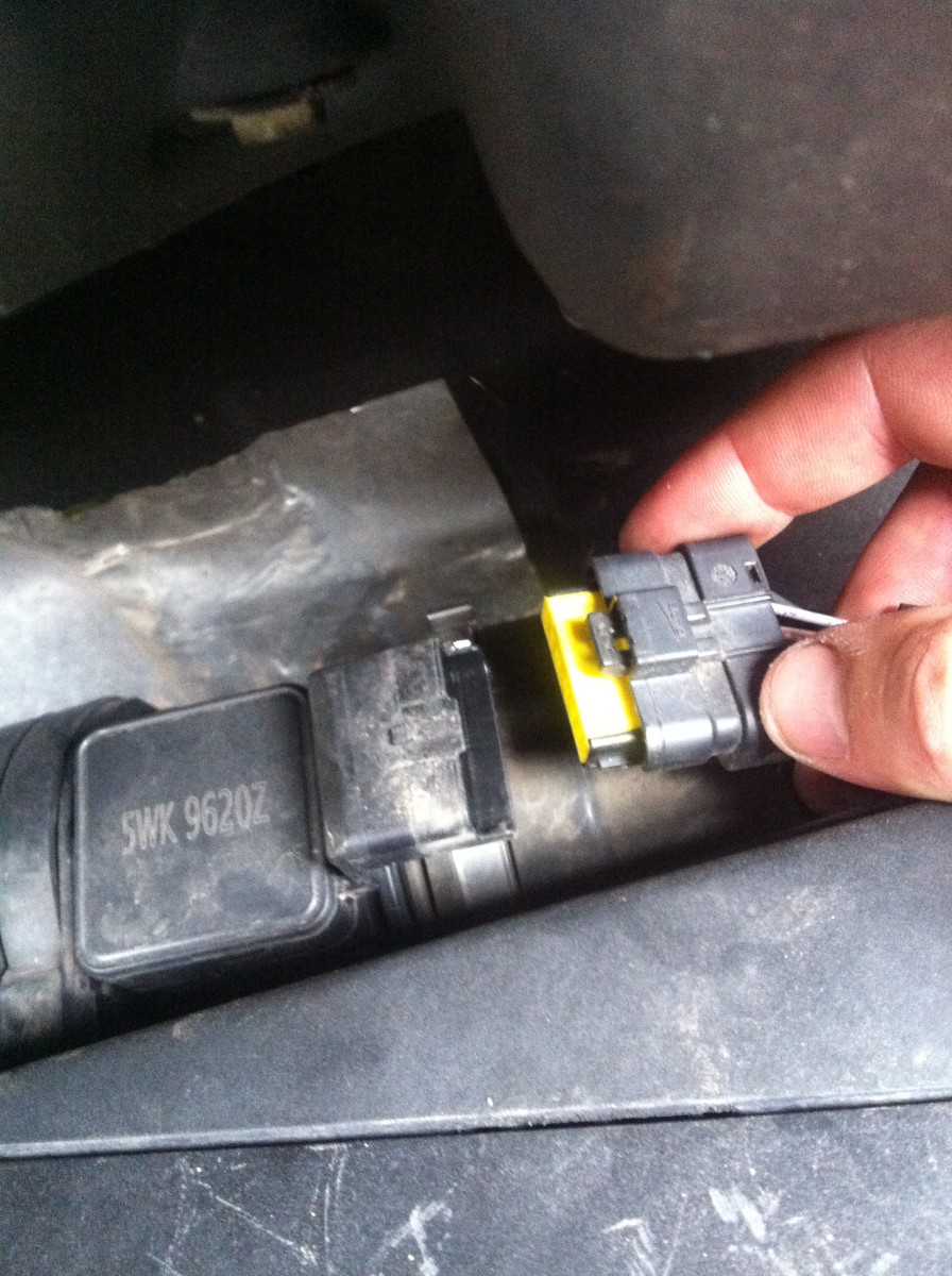 How to Clean / Change MAF Sensor on Trafic, Vivaro
