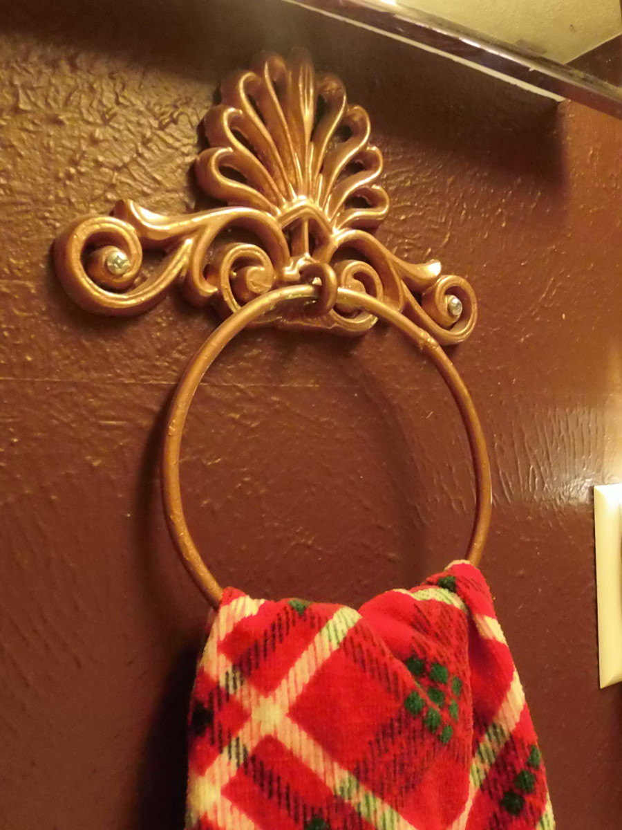 Vintage metal hand towel holder painted with gold hammered finish spray paint.