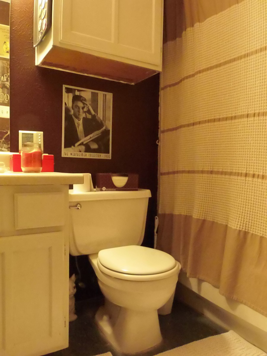 """See if your Men's Room guests notice the subtle texture """"coincidences"""" in your decorating style."""