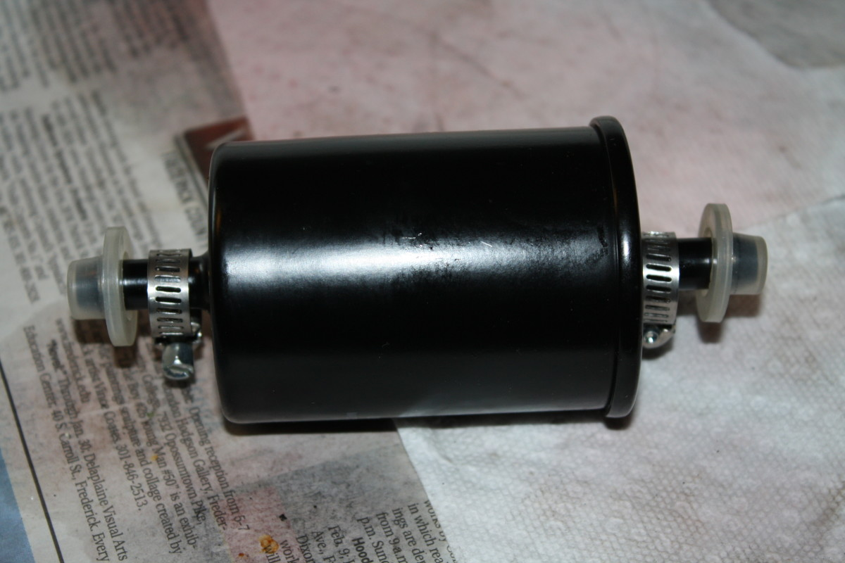 This filter came with two SS screw clamps, but they were about 1mm too small. One end of the filter should be marked IN (or OUT), or the filter may have an arrow indicating flow direction.