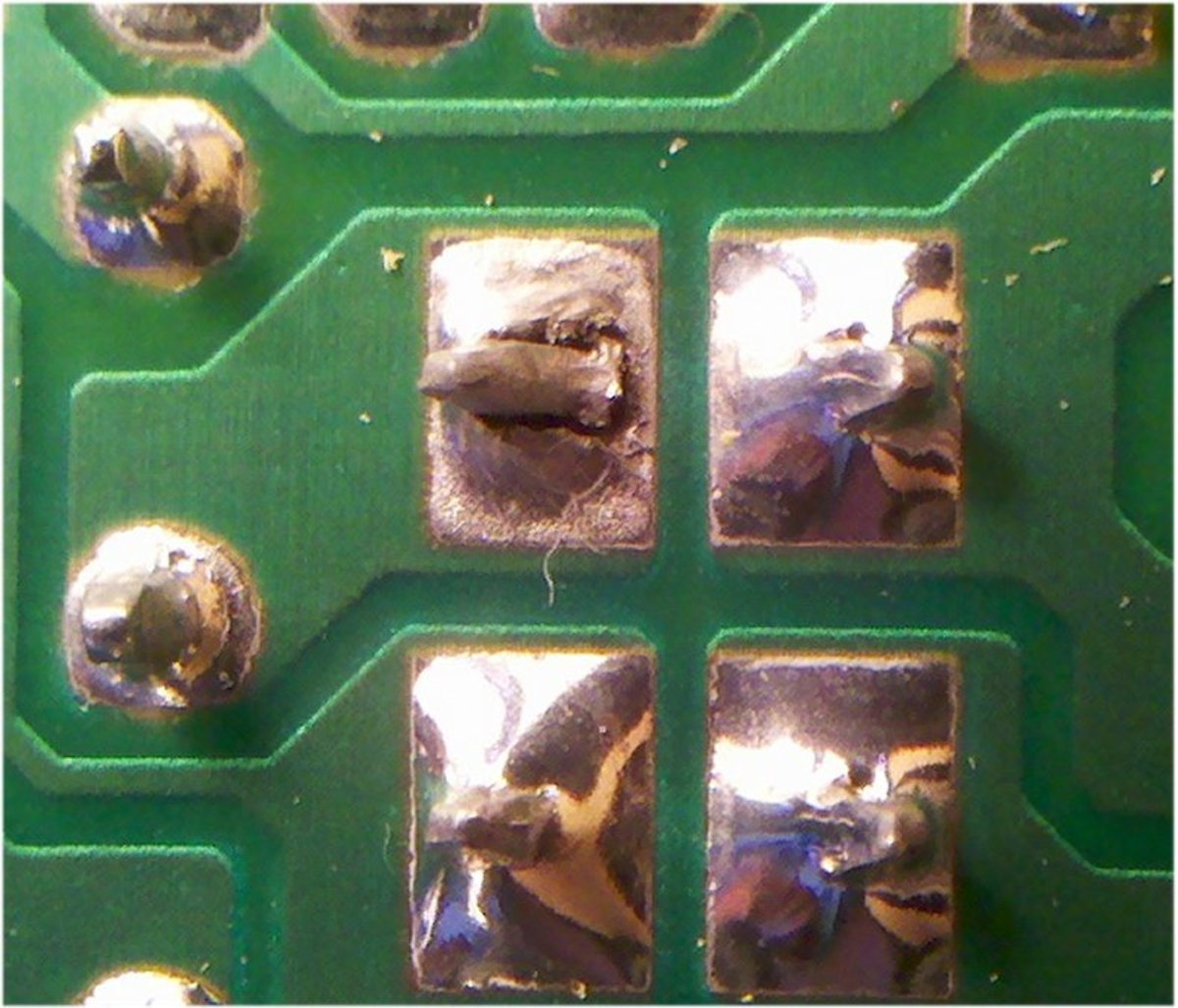 Close up of the fault, a dry solder joint.