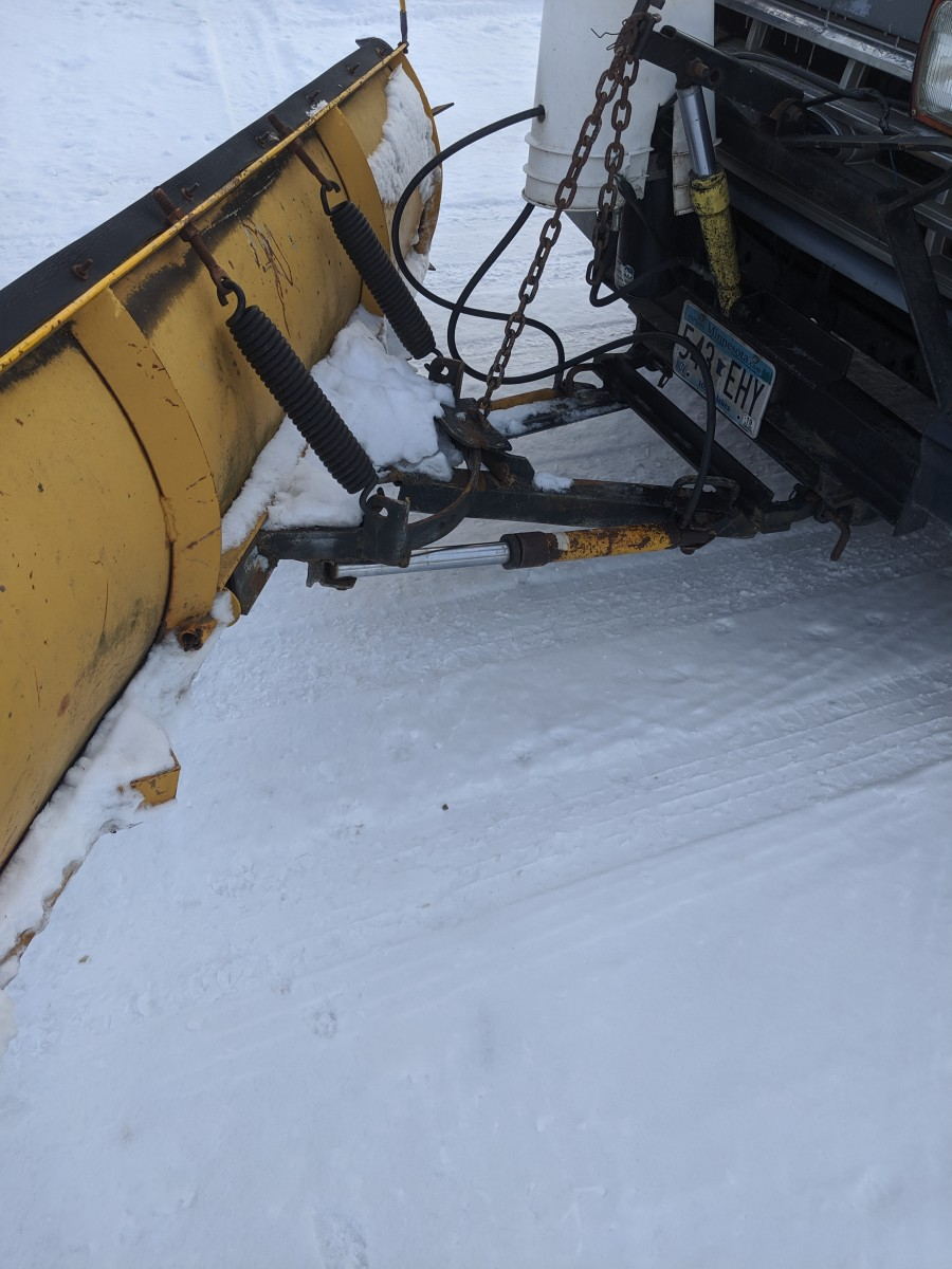 Plow blade with hydraulics