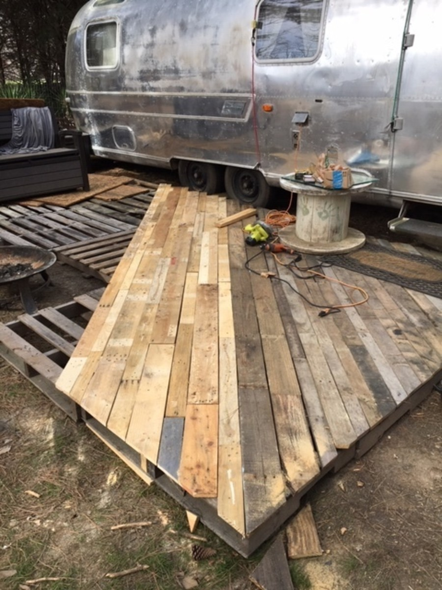 How To Build A Pallet Wood Patio Dengarden Home And Garden